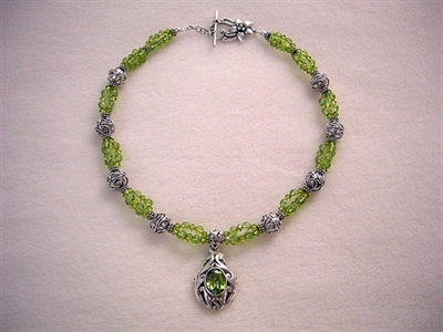 Picture of Peridot, Swarovski Crystals and 925 Silver Components